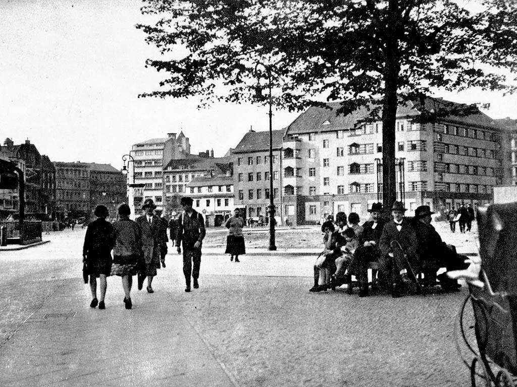 ゲオルグ・ノイマンの故郷ベルリンにある、ビュロー広場。