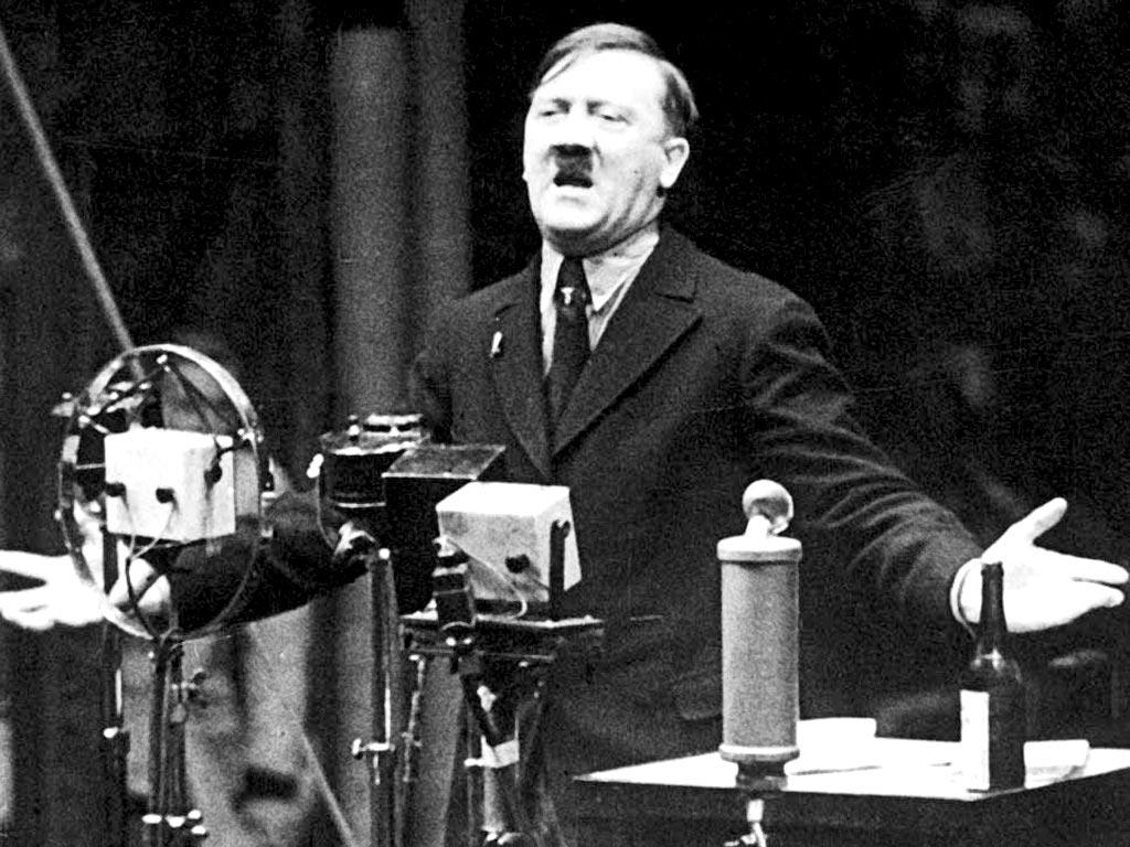 コンデンサーマイクCMV3が使用された、1935年のヒトラー演説。
