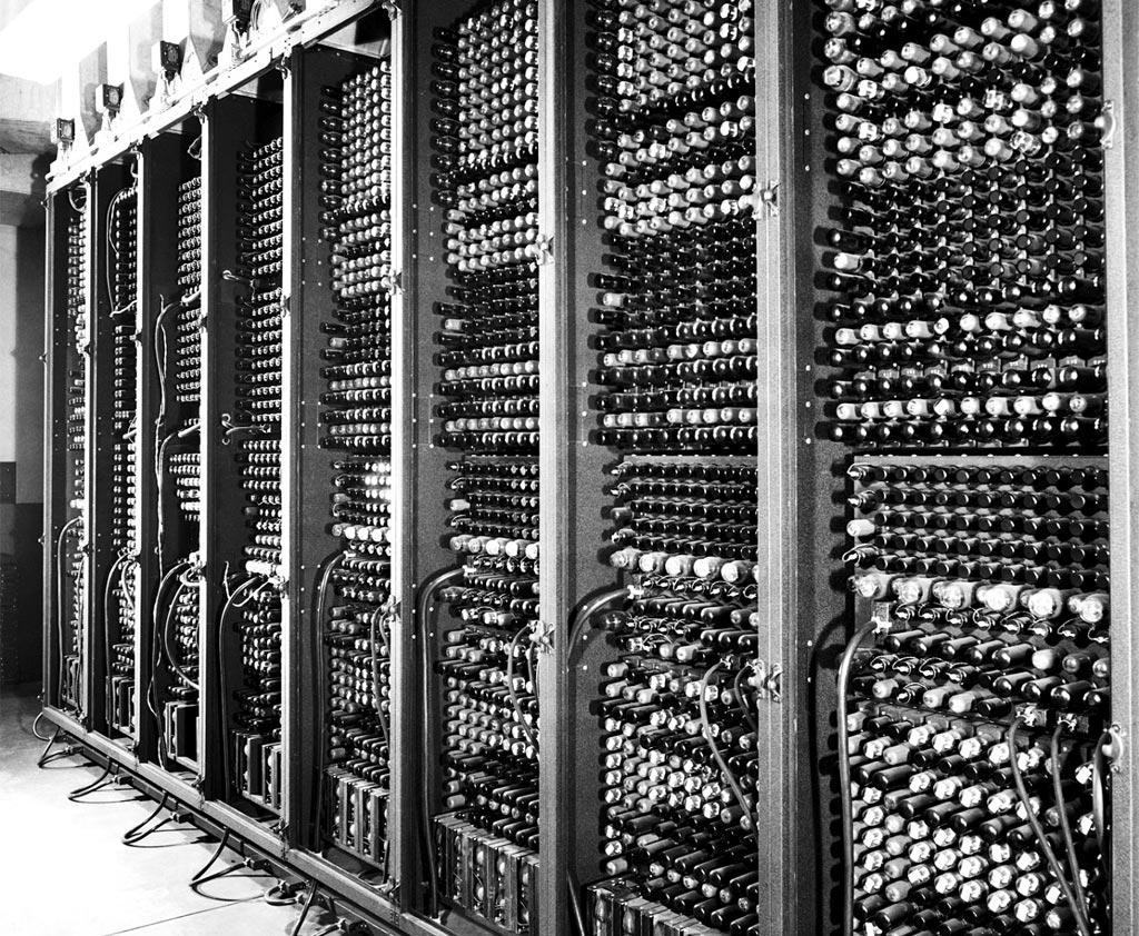 1940年頃発明された、最初期のコンピューター「ENIAC」の写真。