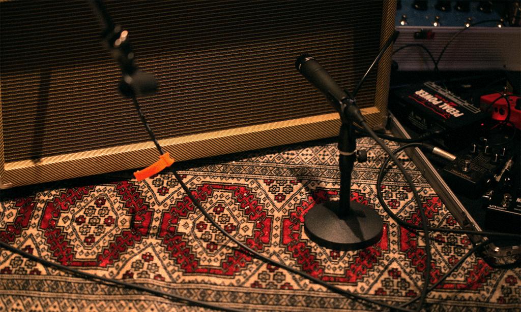 カーペットによる室内残響音のコントロール